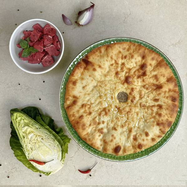 Amondjin - pie with minced beef and cabbage